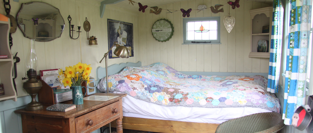 Shepherds-Hut-Double-Bed