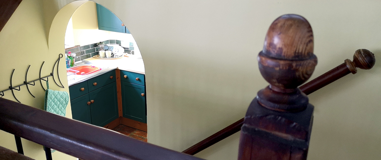 peeking-into-the-kitchen